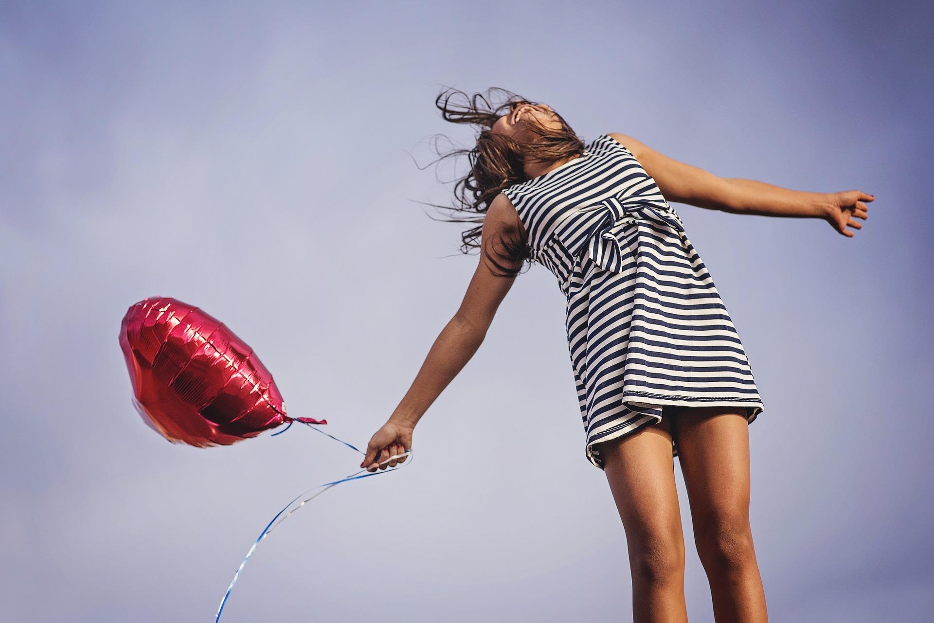 Mistä onnellisuus oikeasti koostuu? 5 vinkkiä, jotka vievät sinua kohti onnellisuutta ilman pakonomaista onnellisuuden tavoittelemista