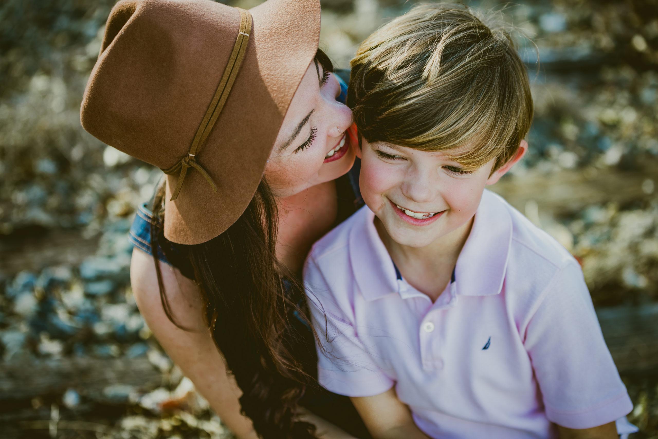 8 myyttiä lapsen kehumisesta, joihin ei kannata enää uskoa